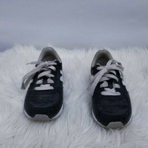 New Balance Girls KL220GWY Gray Sneakers – Size 11